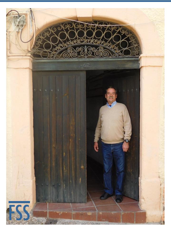 Manolo Sueta at doorway-FI